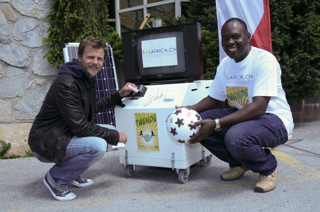 Solar_Soccer_Box_Alain_Sutter_Joshiah_Ramogi_(c)_Solafrica