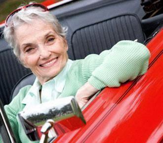 Anziani: guidare a lungo aiuta a sentirsi meglio
