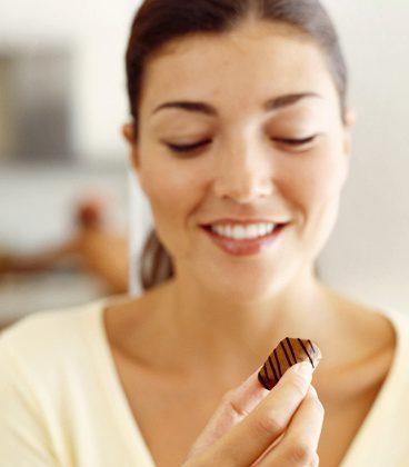 Il cioccolato amaro allunga la vita e combatte l'ipertensione