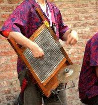 I rifiuti possono anche diventare strumenti musicali