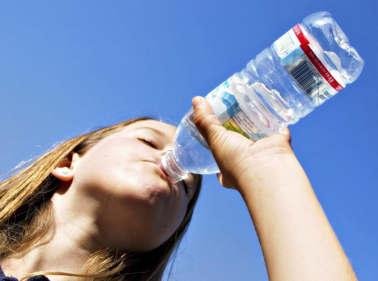 Cittadina americana mette al bando le bottiglie d'acqua in plastica