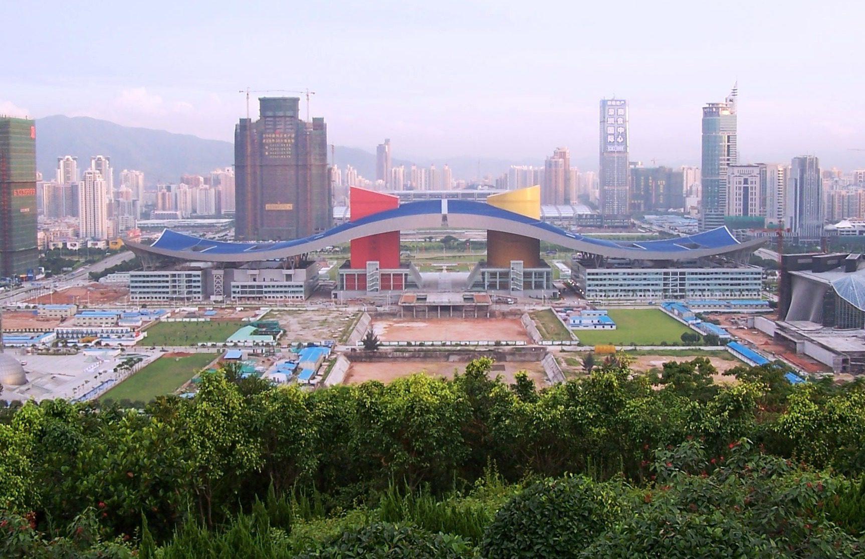 Cina: a Shenzhen la polizia utilizza 500 auto elettriche