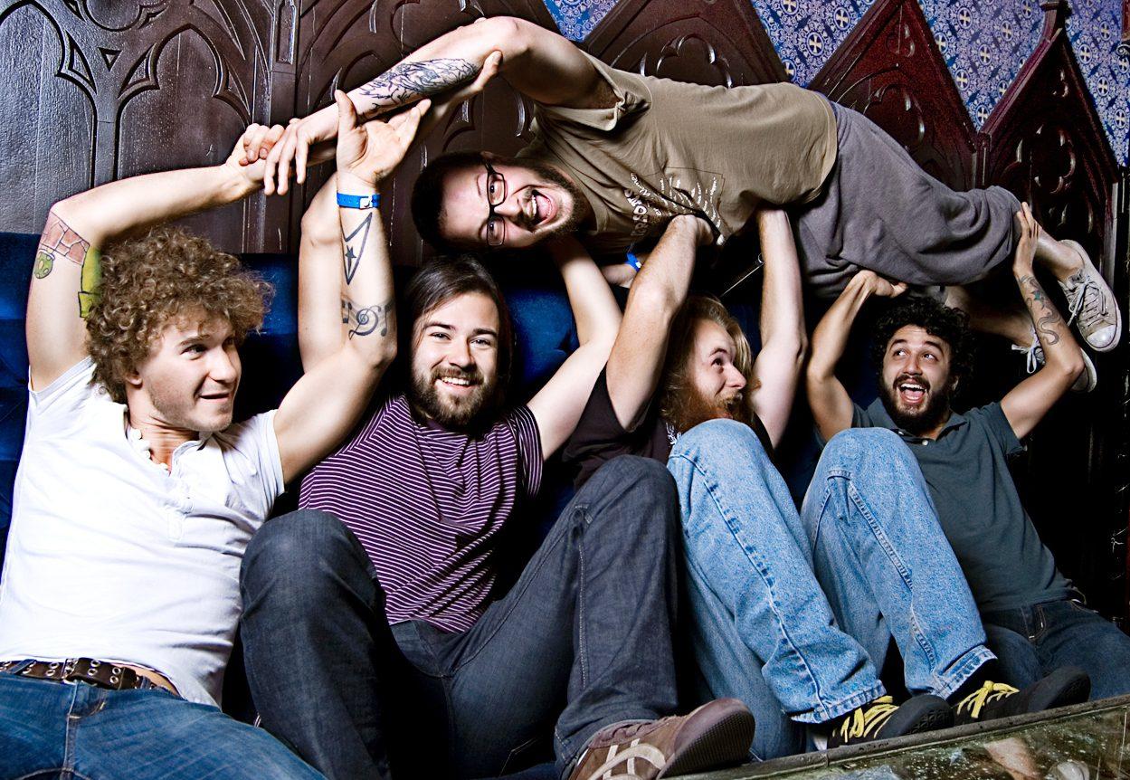 USA: band chiede aiuto ai fan. Miracolo del crowdfunding.