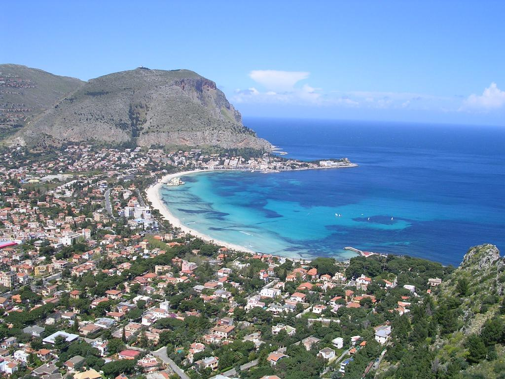 La Sicilia abolisce le province