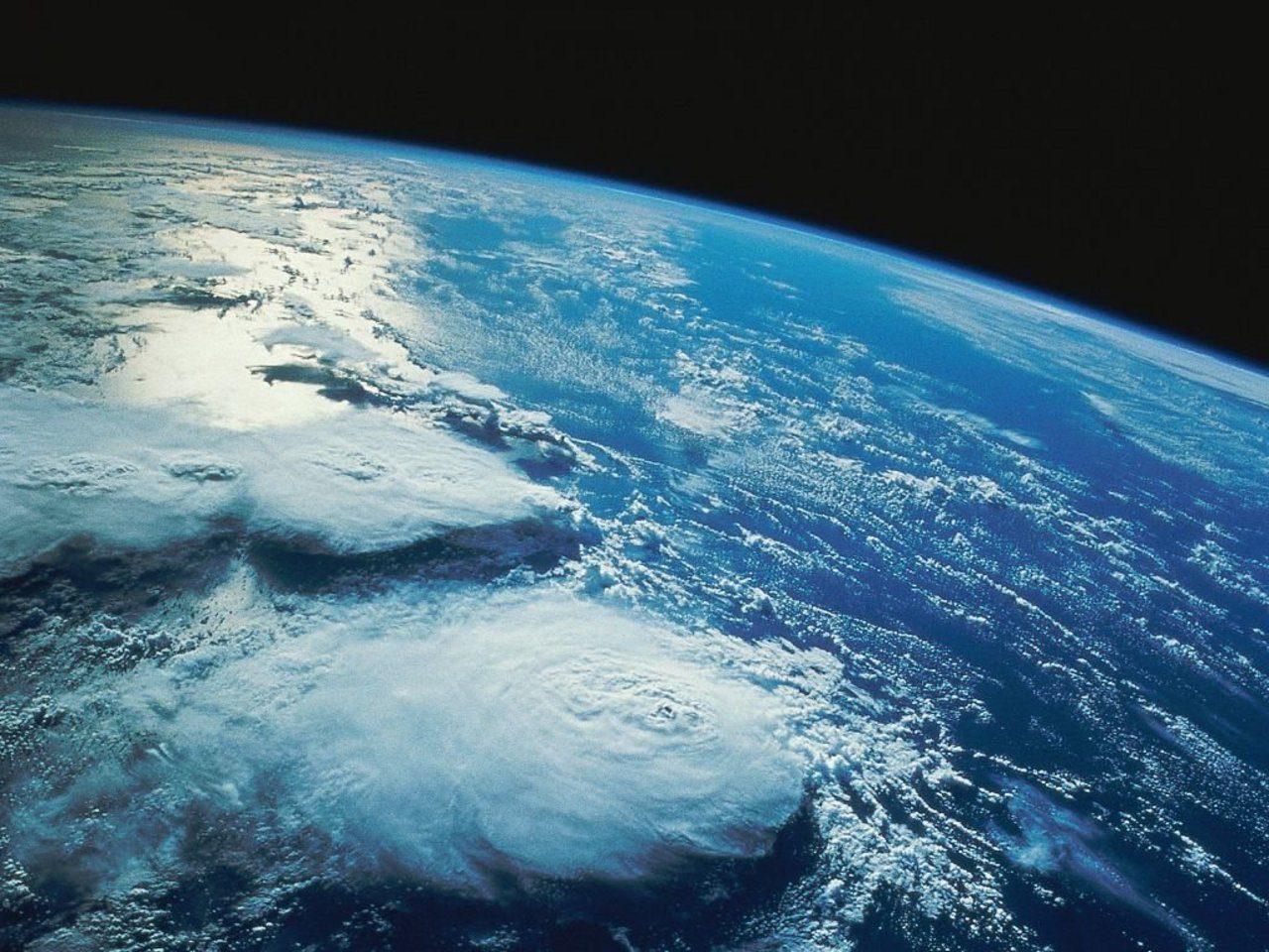 10 falsi luoghi comuni sulle cause del surriscaldamento globale. Le 10 domande per essere più consapevoli sulle cause del surriscaldamento globale per una svolta green. L'immagine raffigura il pianeta Terra visto dallo spazio