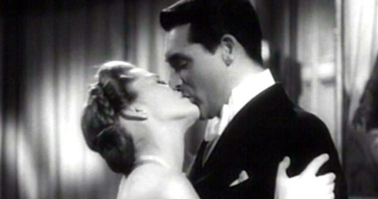 un-bacio-appassionato-tra-cary-grant-e-joan-fontaine-in-una-scena-del-film-il-sospetto-1941-134733 (1)