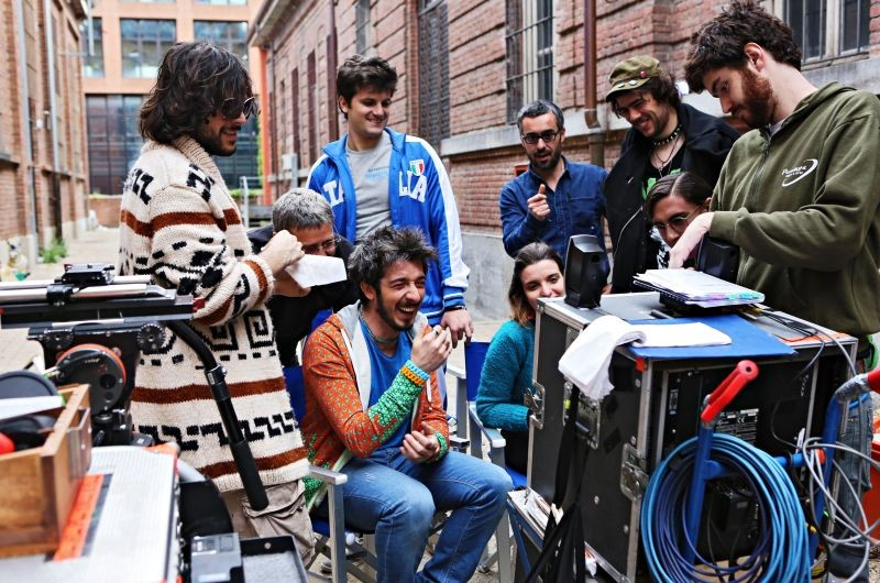 """Uno scatto sul set del film """"Fuga di cervelli"""" con Paolo Ruffini"""
