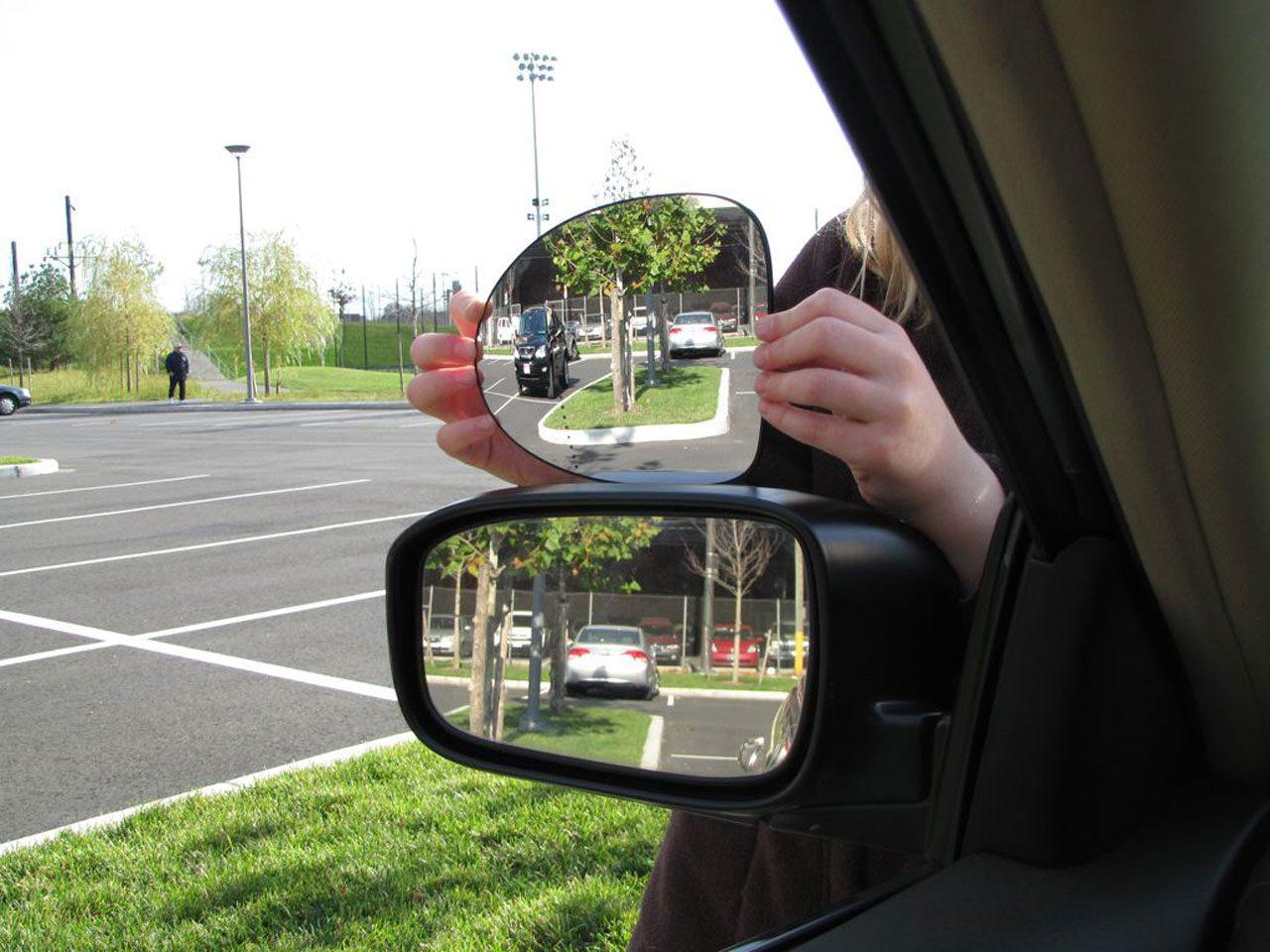 Sicurezza stradale, brevettato uno specchio che impedisce punti ciechi