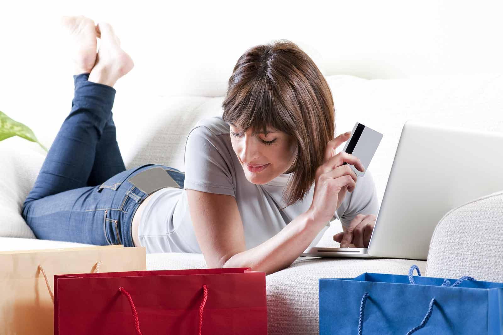 Acquisti on line, più tempo per il recesso e agevolati i pagamenti con carta di credito