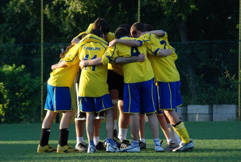 Si può cambiare il mondo cambiando le regole del calcio?