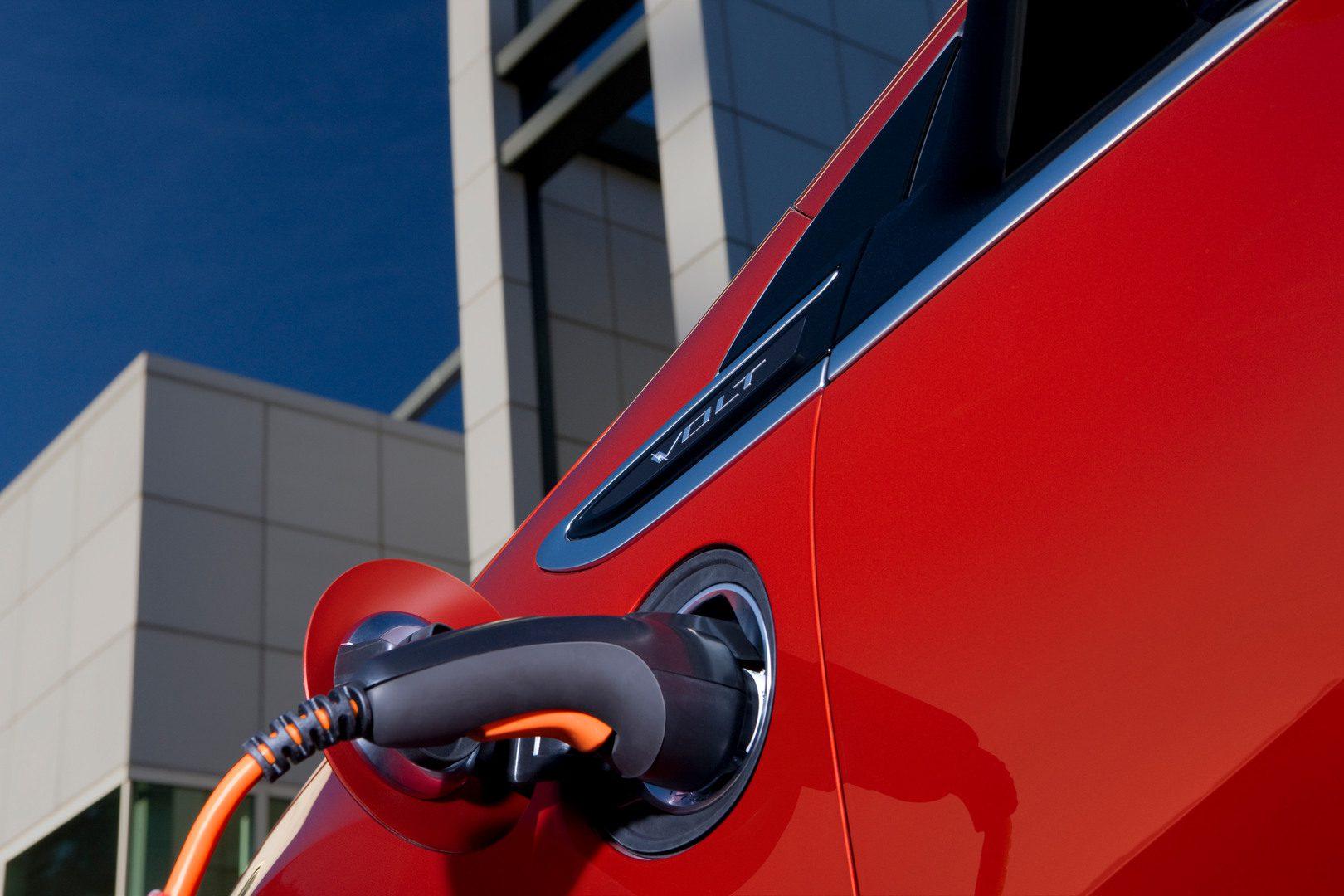 Risparmiare sulla benzina: arriva l'App del Mise