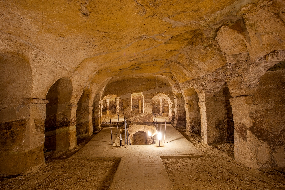 Grotte di Camerano (AN), location della mostra di Quirino Ruggeri