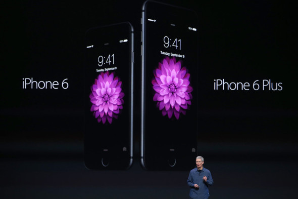 Tim Cook, CEO di Apple, presenta l'iPhone 6