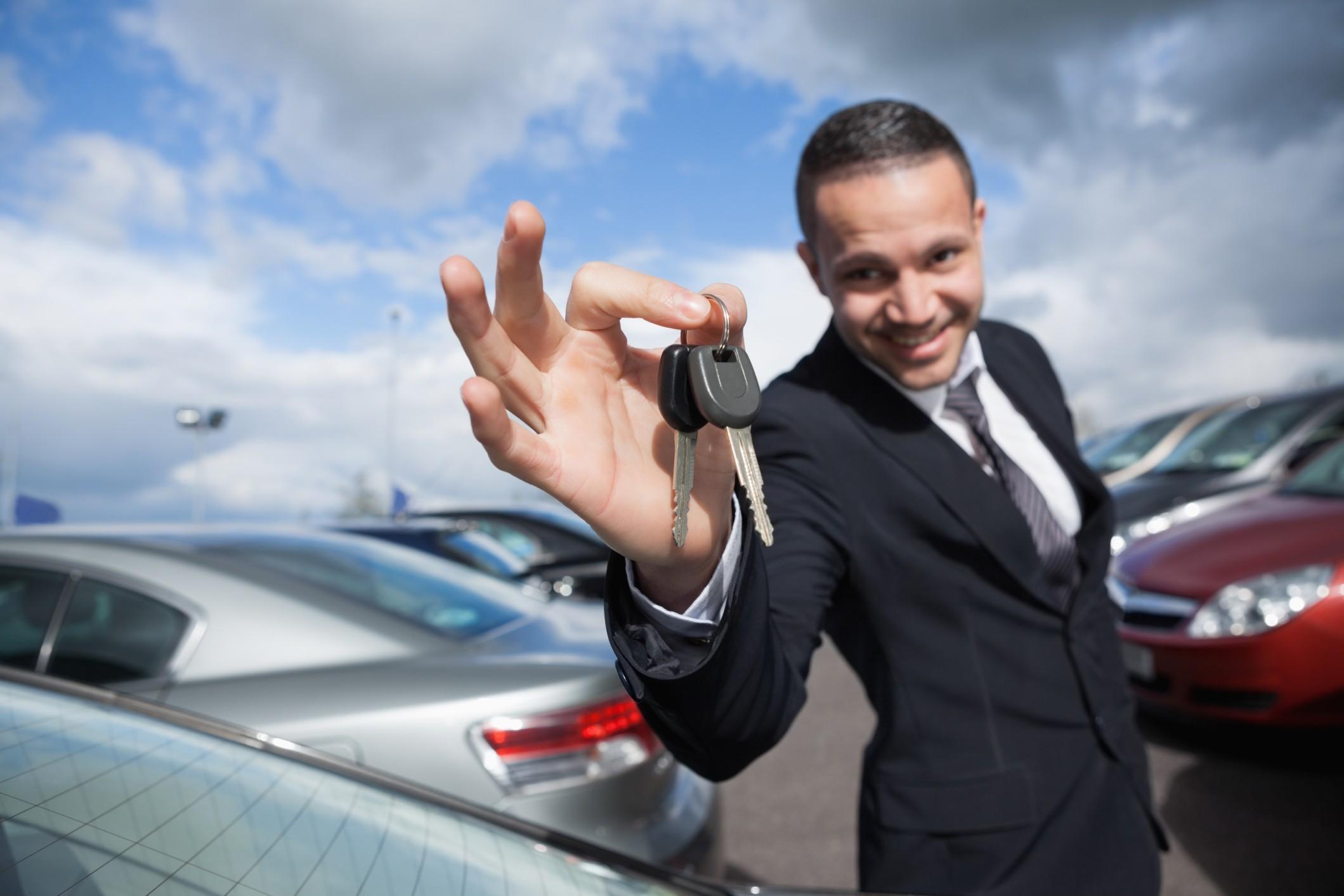 Come spostarsi spendendo meno? Iniziamo a vendere l'auto: ecco alcuni consigli