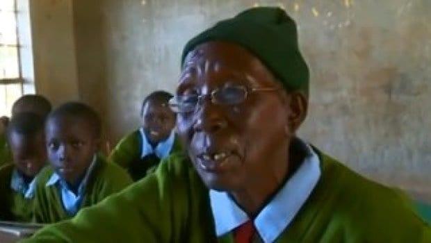 """A 90 anni va a scuola per imparare a leggere: """"Da piccola non ho potuto"""""""