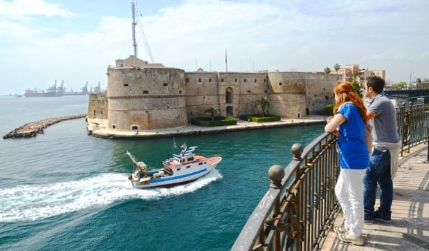 Una veduta del Castello di Taranto