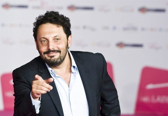 Enrico Brignano dà un piccolo consiglio di sopravvivenza agli italiani…
