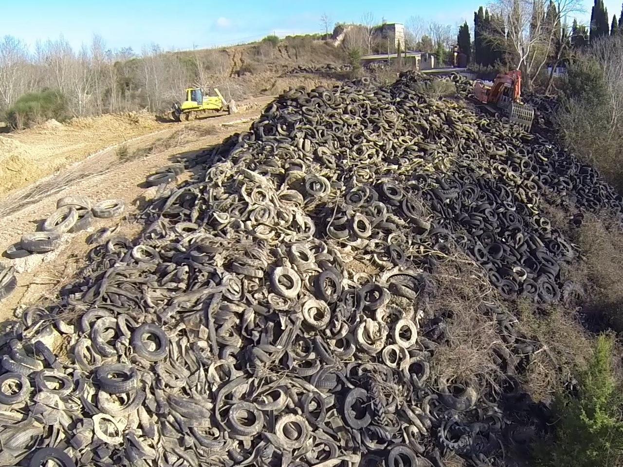 Rifiuti: rimossa la 'collina' di pneumatici di Rapolano
