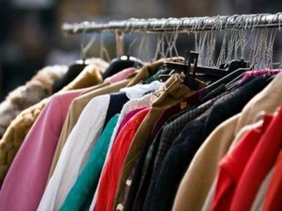Rifiuti: cresce la raccolta abiti usati, ma servono regole certe