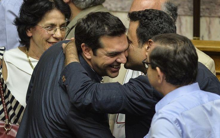 Grecia ok del parlamento greco al piano tsipras oggi l for Oggi al parlamento diretta