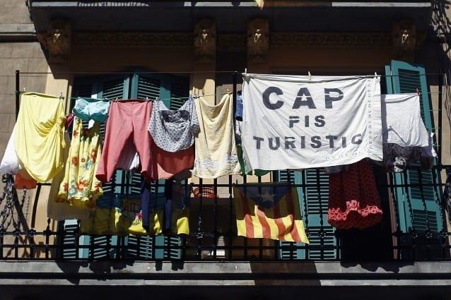 Barcellona non odia il turismo, ma la massa.