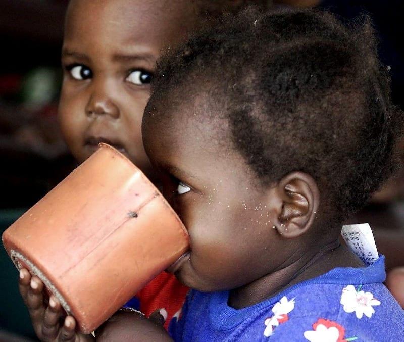 Abiti usati per aiutare i bambini in Mozambico