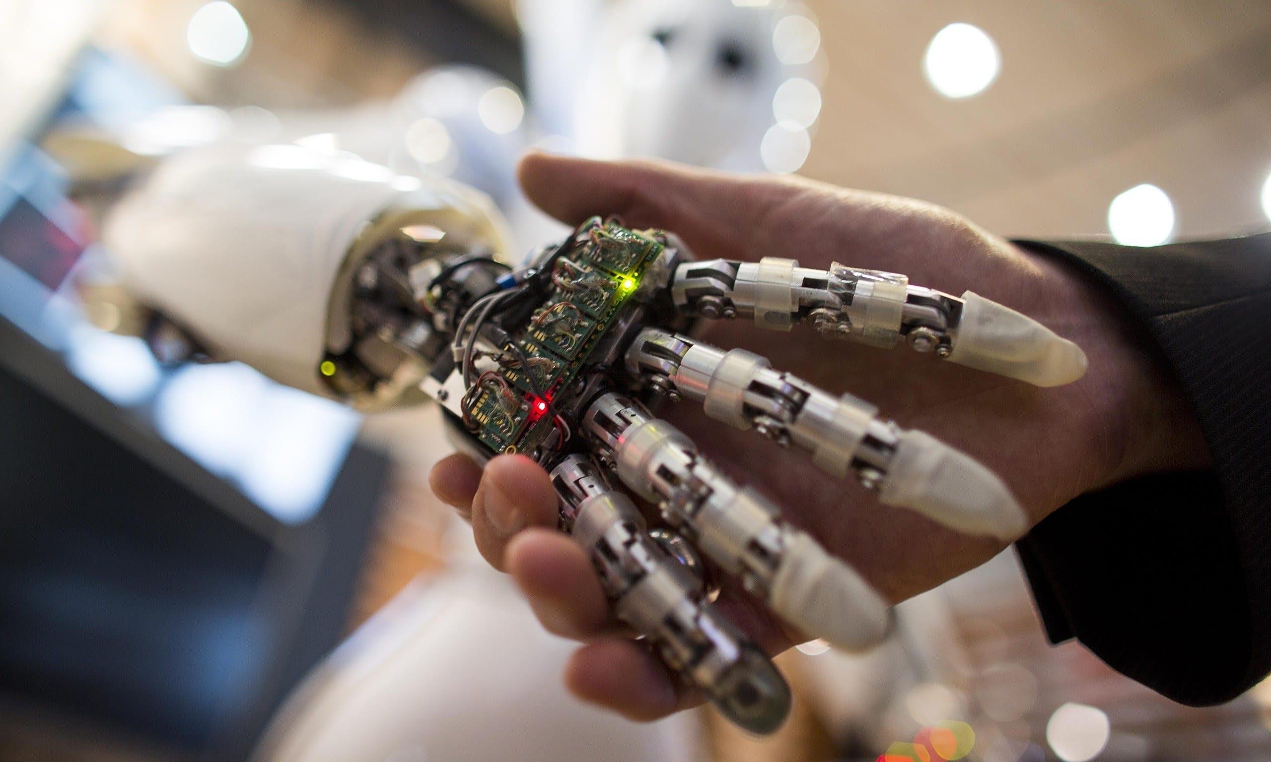 Pc e robot già pensano. Dobbiamo temerli o no?