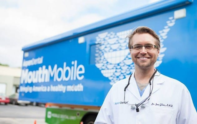 Il camion dei dentisti che gira gli Usa: 4 mila interventi gratuiti