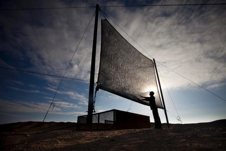 Cattura l'acqua dalle nuvole per la gente povera del Perù