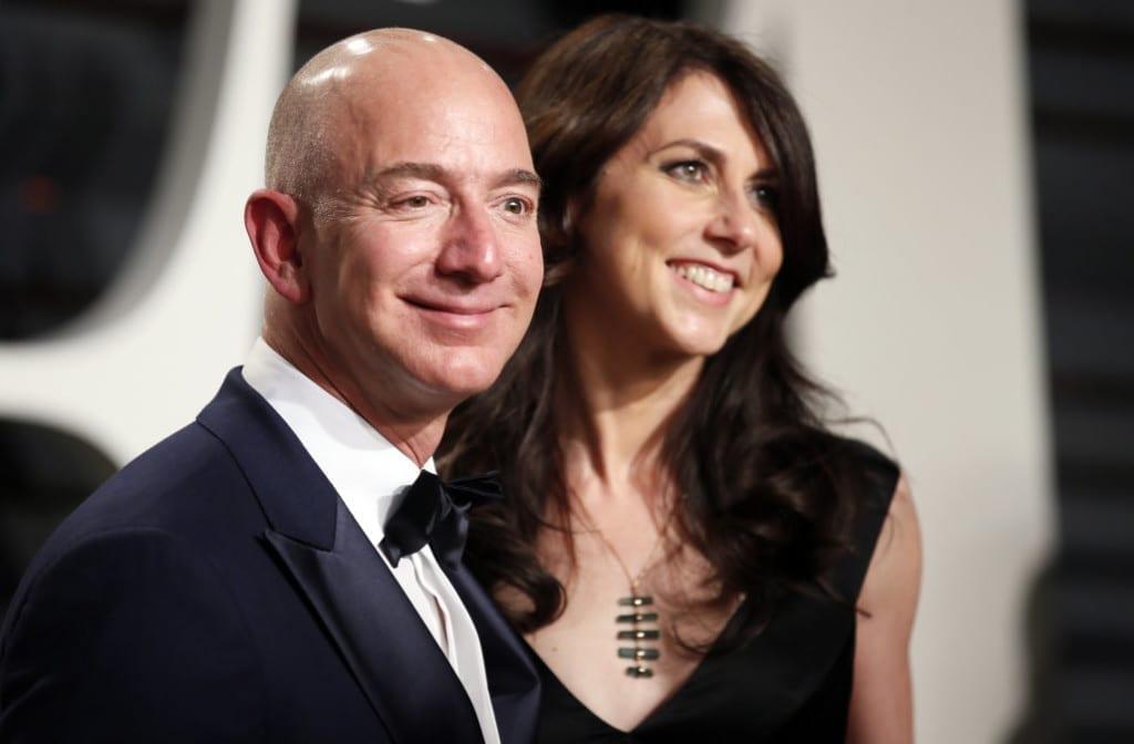 89th Academy Awards - Oscars Vanity Fair Party - Beverly Hills, California, U.S. - 26/02/17 – Amazon's Jeff Bezos and his wife MacKenzie Bezos. REUTERS/Danny Moloshok