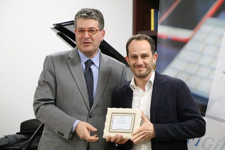 Silvio Malvolti premiato da Attilio Caputo, direttore di Caroli Hotels