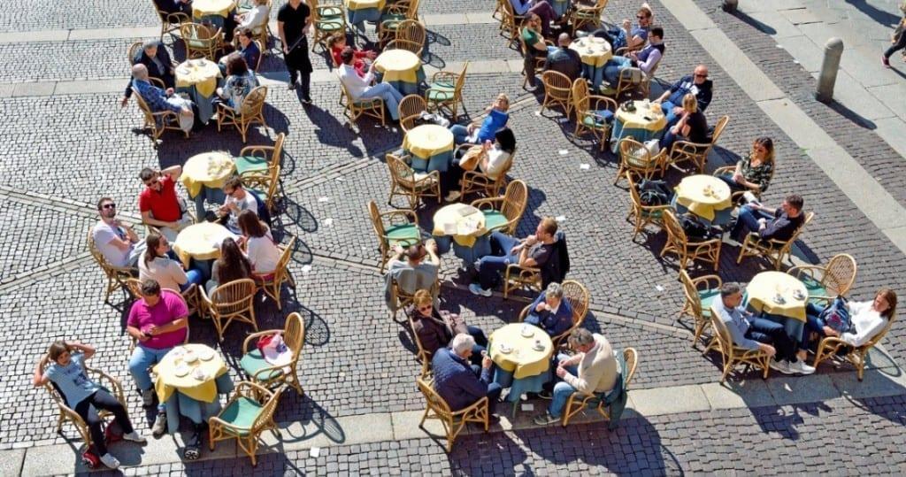 Cremona, Italia, sta riducendo gli sprechi alimentari incoraggiando i clienti dei ristoranti a fare qualcosa che è stato socialmente stigmatizzato in passato: portare a casa gli avanzi dal loro pasto. (Shutterstock.com)