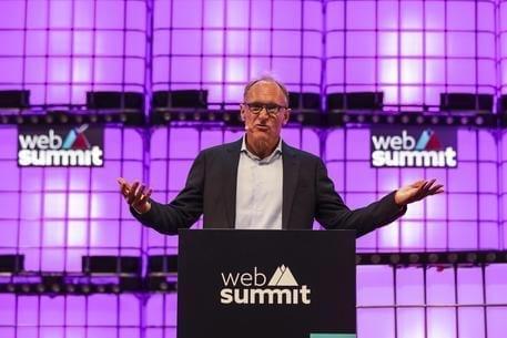 Facebook e Google, contratto con il fondatore del web per una rete migliore