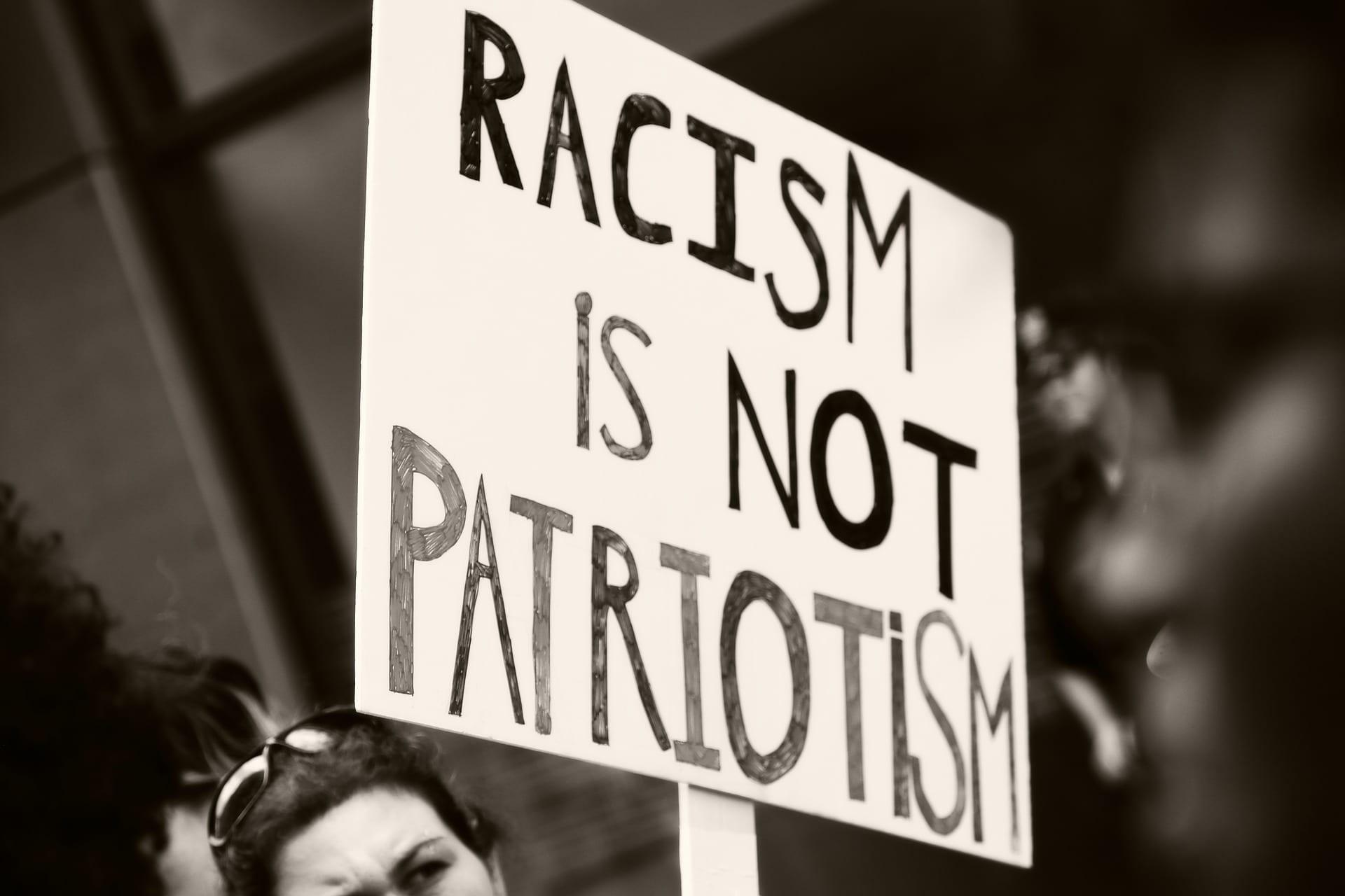 Tu non sei razzista, sei stronzo