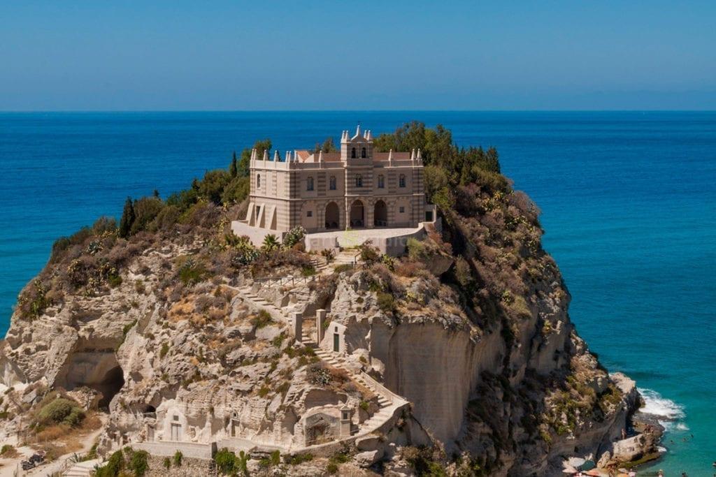 """Turismo, Carè: """"Calabria meta di assoluto prestigio"""". Tropea, Santuario Santa Maria dell'Isola"""