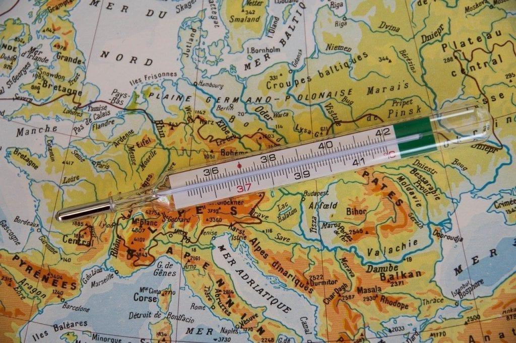 Coronavirus Europa: i Paesi che hanno scelto il lockdown. In Europa il coronavirus è stato affrontato in gran parte col lockdown. La cronistoria. L'immagine raffigura una cartina geografica dell'Europa con sopra un termometro a significare la pandemia
